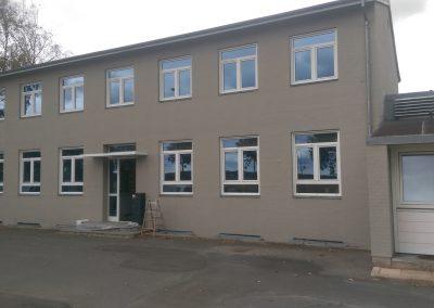 Kaj Vejby og Søn maler bygningsarbejde udvendig